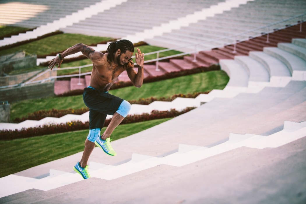 Nike Fyknit Lunar2上延續了Flyknit的跑鞋革新。融合了超輕Nike Flyknit鞋面和超級柔軟、快速回應的Nike Lunarlon緩震系統