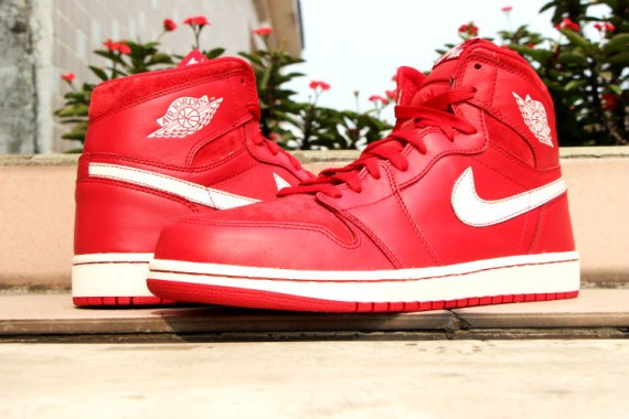 Air-Jordan-1-Retro-High-OG-Gym-Red-2