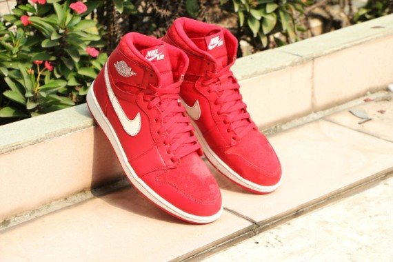 Air-Jordan-1-Retro-High-OG-Gym-Red-5