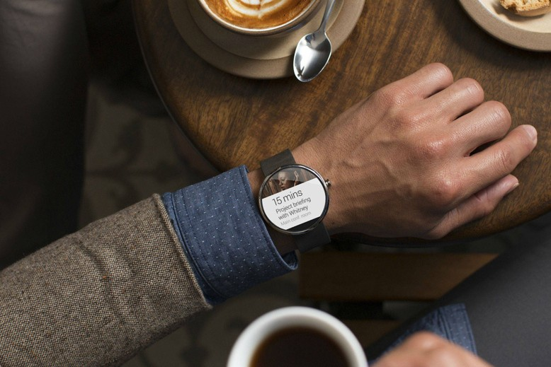 motorola-moto-360-the-first-android-wear-smartwatch-2