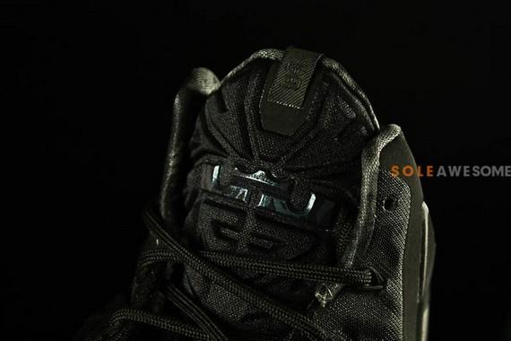 nike-lebron-11-blackout-6_resize