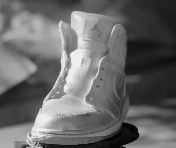 nike-sb-air-jordan-1-white-paint-3