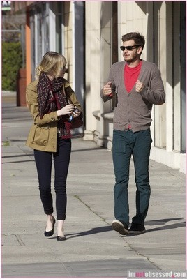 emma-stone-andrew-garfield-leave-pet-shop-2-857x1280