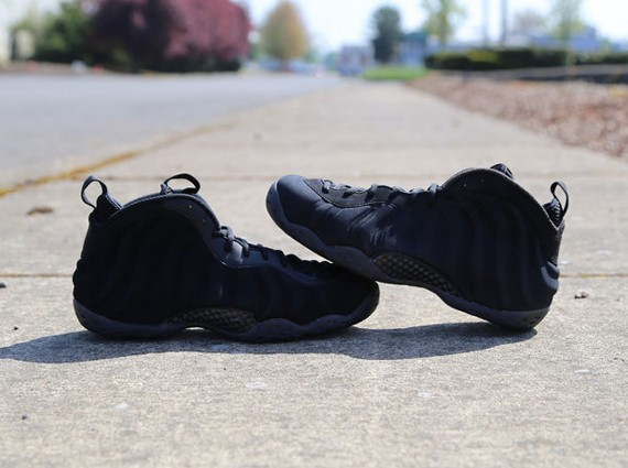 nike-foamposite-one-black-suede-2