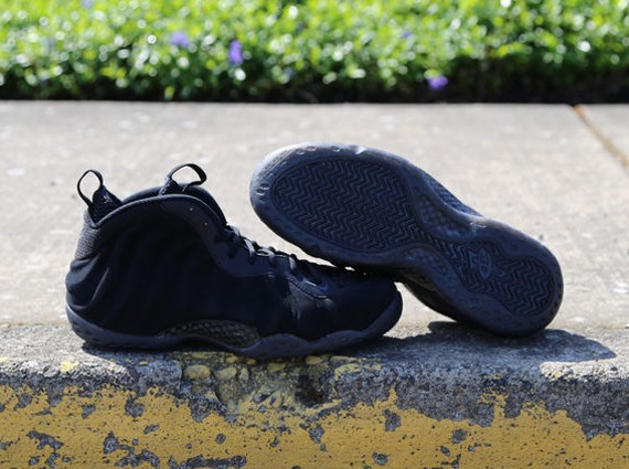 nike-foamposite-one-black-suede-4