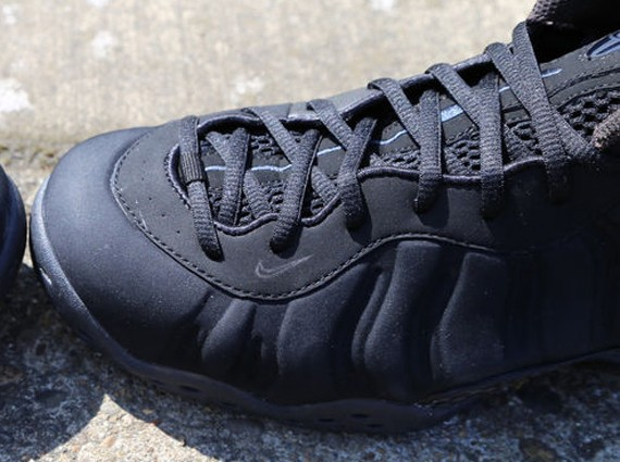 nike-foamposite-one-black-suede-9