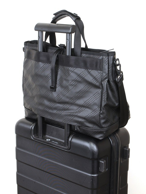 LITE 黑色公事包 NTD 8650 背後附行李拉桿固定袋
