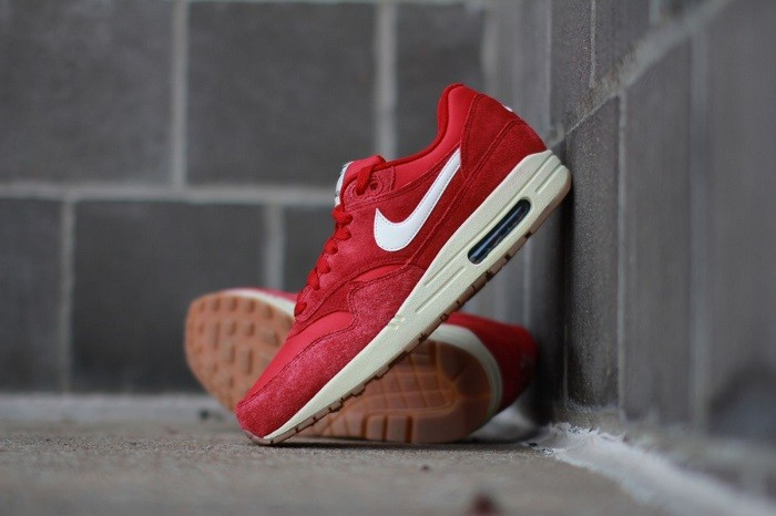 nike-air-max-1-essential-suede-gym-red-1