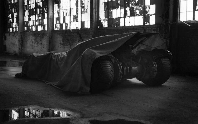 zack-snyder-teases-batmobile-from-batman-vs-superman