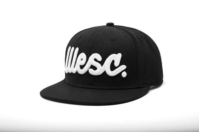 WeSC 黑底Logo平沿帽 NT$1,280