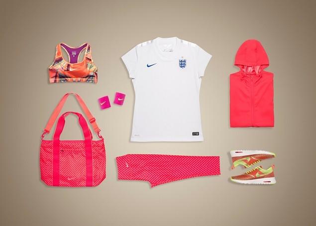 _英格蘭足球國家代表隊女子專屬商品在突顯英格蘭�__5WB-5eQ%23E%7DOBJ82%3DF1%3B~!%24Li%3D%3C%5E%60L58BG%2FmKG%3DNL%1B%28B