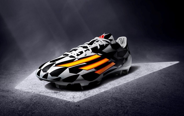 adizero f50 售價:$9,200 M19856 6月12日上市 採用全新的高速鞋釘調整技術SPEEDTRAXION,集輕盈、柔軟和耐用於一身,為羅本 (Arjen Robben) 、本澤馬 (Karim Benzema) 及蘇亞雷斯 (Luis Suarez) 等球員的專用球鞋。