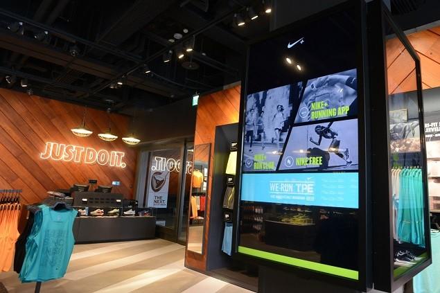 Nike 臺北 Neo19 跑步體驗店提供互動數位螢幕獲得Nike+資訊、不同距離的推薦跑步路線、當地跑步社團介紹