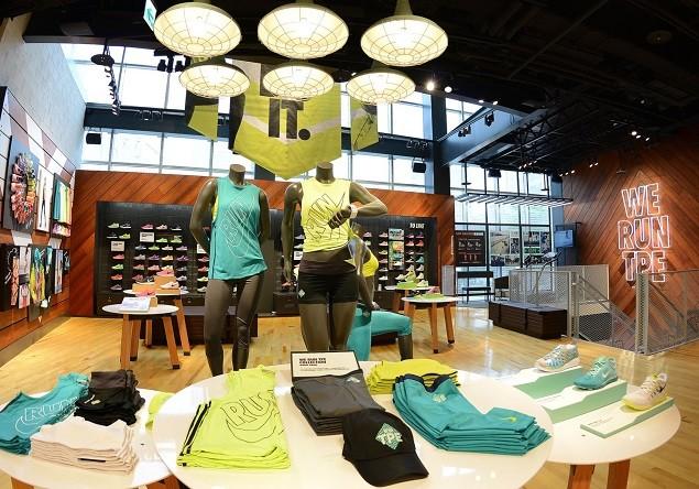 Nike 臺北 Neo19 跑步體驗店二樓女性區域展示為2014 NIKE女子半程馬拉松所推出的「WE RUN TPE限量系列商品」
