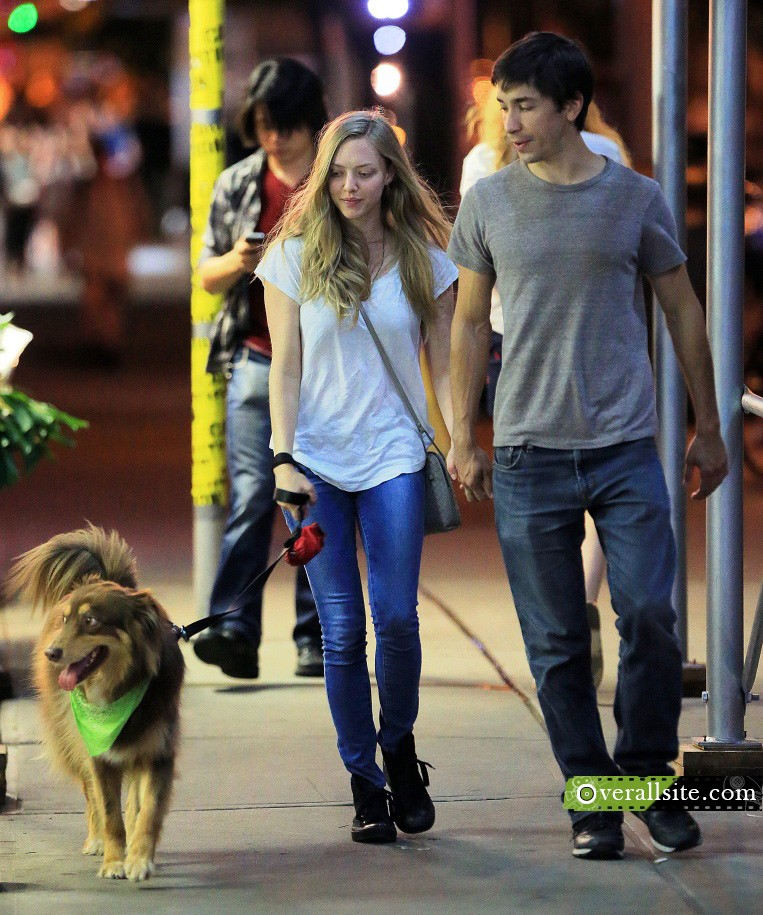 First Shots Of Amanda Seyfried And Justin Long Holding Hands