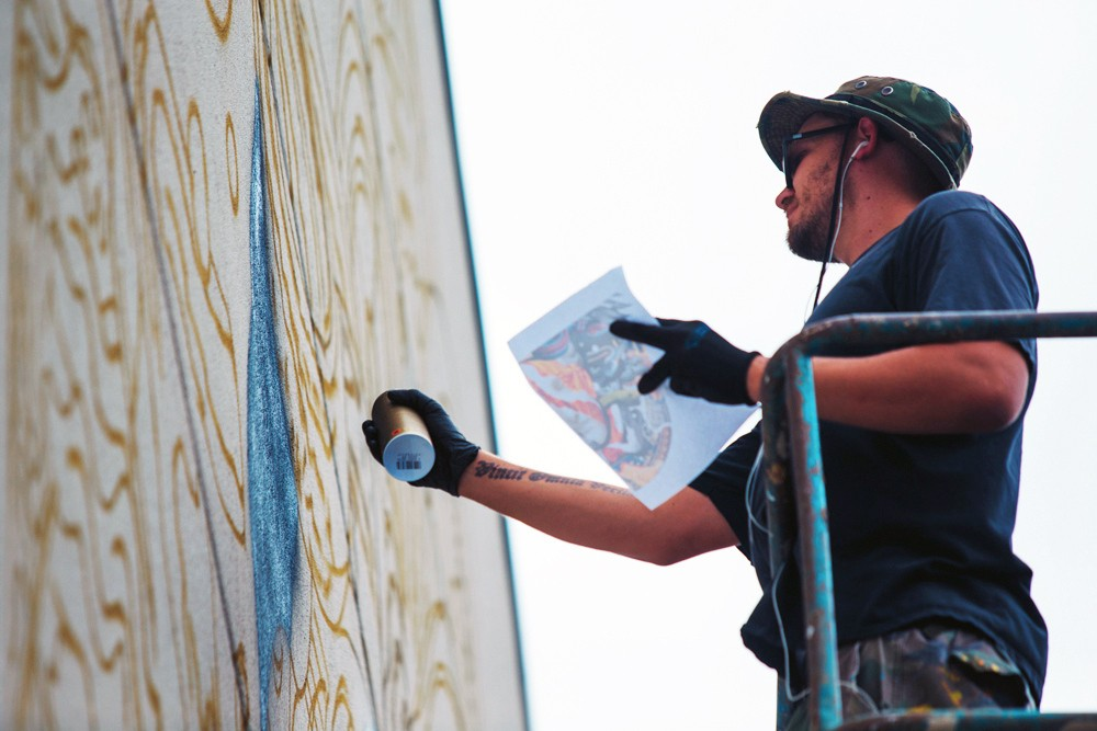 pow-wow-hawaii-x-versace-mural-by-tristan-eaton-04