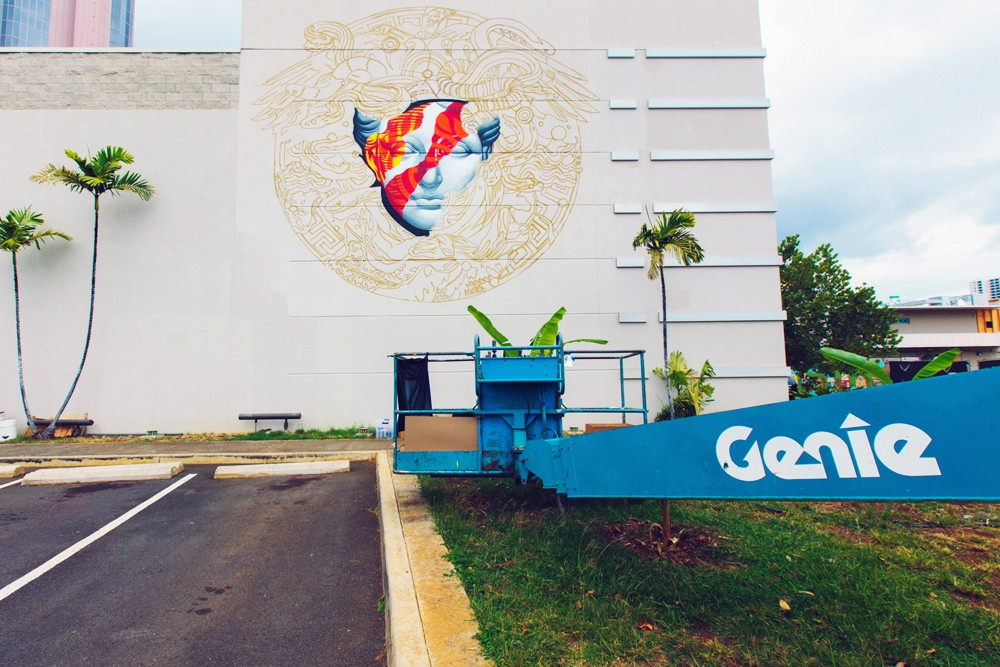 pow-wow-hawaii-x-versace-mural-by-tristan-eaton-07