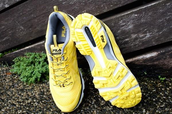 07_FILA MILD TRAIL 輕量越野跑鞋 底部全橡膠耐磨Trail越野大釘設計 提供越野跑者最完整的安全防護定價4,680元