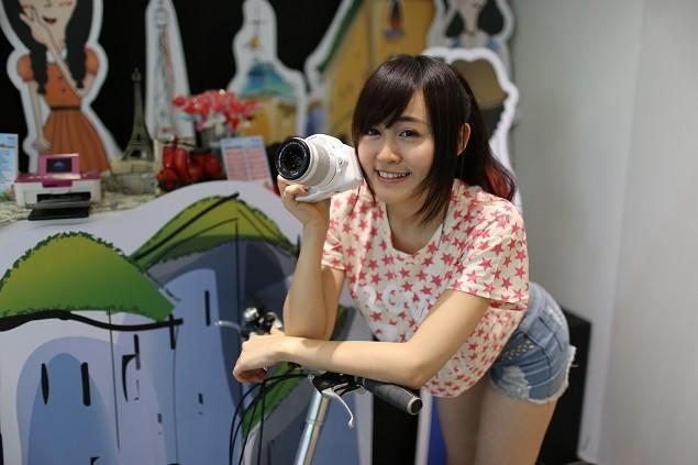 Canon 抓準女性對相機的需求,再次颳起白色旋風,推出白色EF-S 18-55mm標準鏡頭