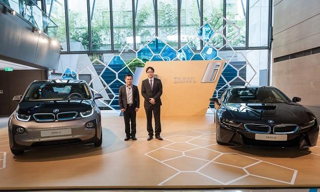 【新聞照片六】BMW總代理汎德股份有限公司 營業部副總吳漢明先生(右)與知名綠建築師 郭英釗先生(左)