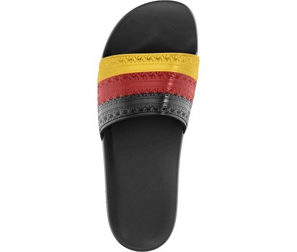 adidas Originals Adilette防水拖鞋世足配色 NTD1,290_D65796_TPP_B2CCat_3D