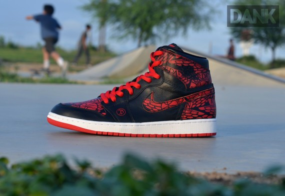 air-jordan-1-dank-customs-lance-mountain-04-570x392