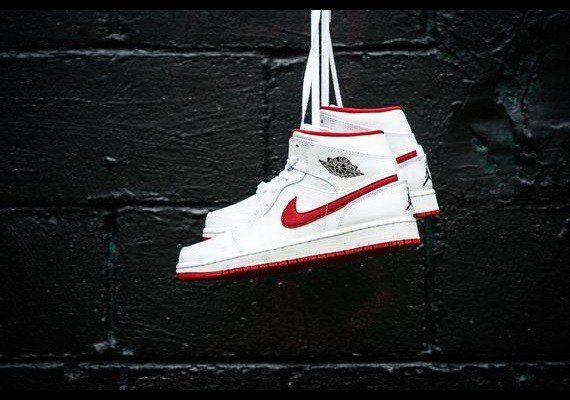 air-jordan-1-mid-white-black-gym-red