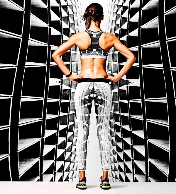 Nike女子Tight of the Moment緊身褲上的花紋均融合了Flavio Samelo的建築構造和Jayelle Hudson的自然風光