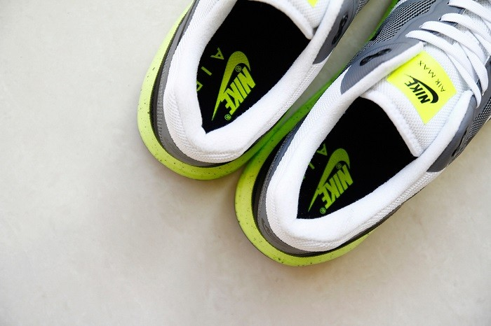 a-closer-look-at-the-nike-air-max-lunar1-black-grey-volt-4