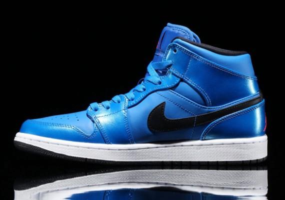 air-jordan-1-mid-sport-blue-2
