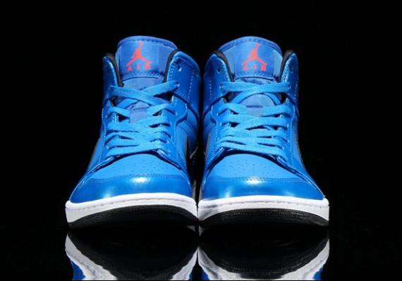 air-jordan-1-mid-sport-blue-3