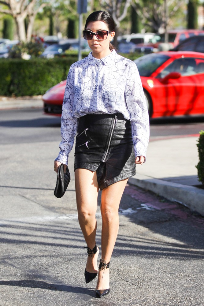 Kourtney Kardashian Leaves Solo after Lunch with Scott - Part 2