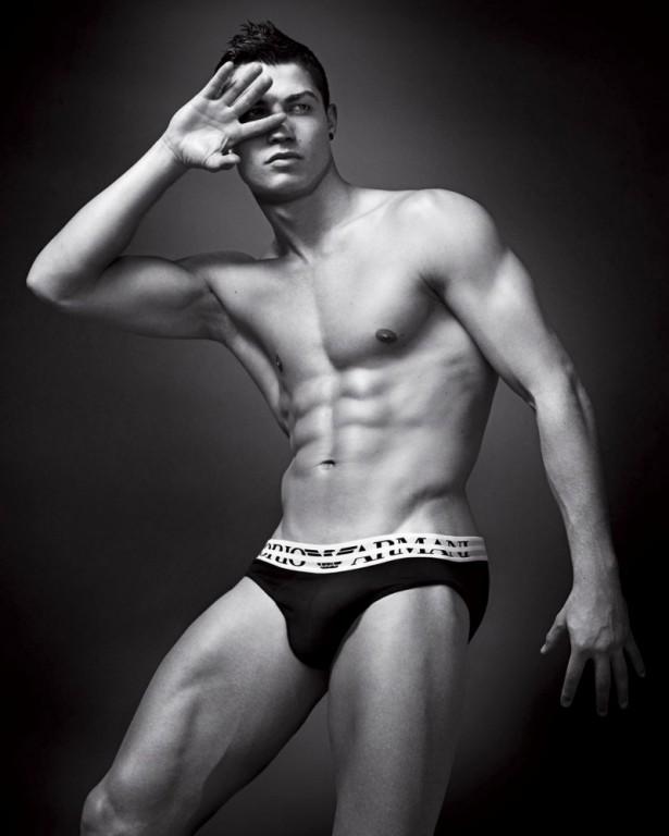 Cristiano-Ronaldo-Emporio-Armani-Underwear-Campaign-800x999-615x768