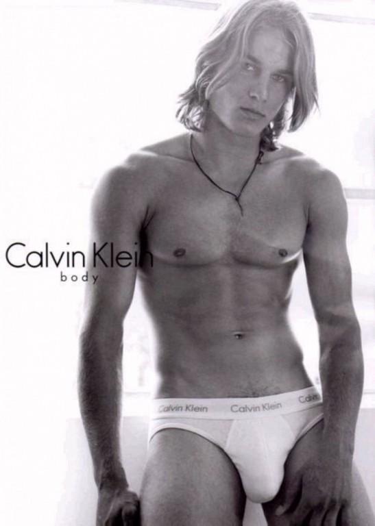 Travis-Fimmel-Underwear-Campaign-Calvin-Klein-800x1123-547x768