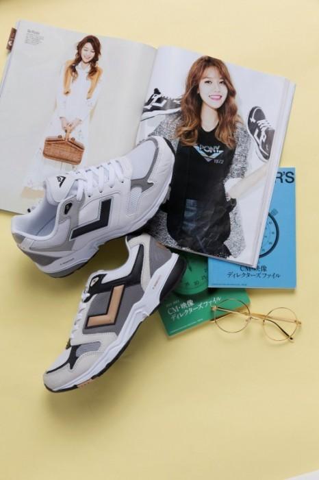韓國天團「少女時代」的秀英수영,拍攝《CeCi》畫報時展現PONY的多重時尚風貌
