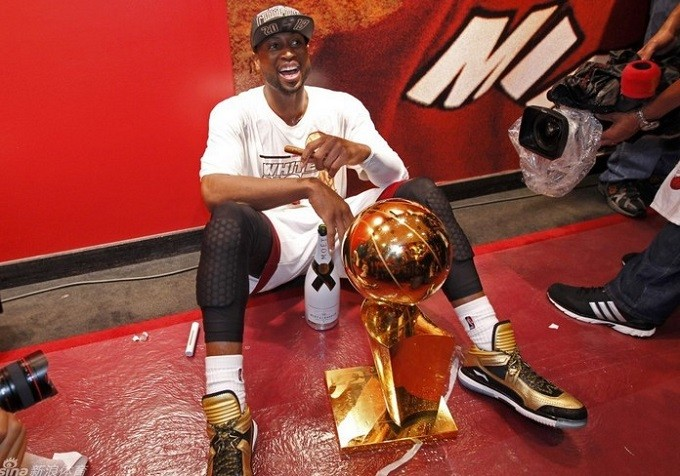 Li-Ning-WoW-Way-of-Wade-Encore-Gold-Rush-Black-Gold-Dwyane-Wade-2013-Final-Champion