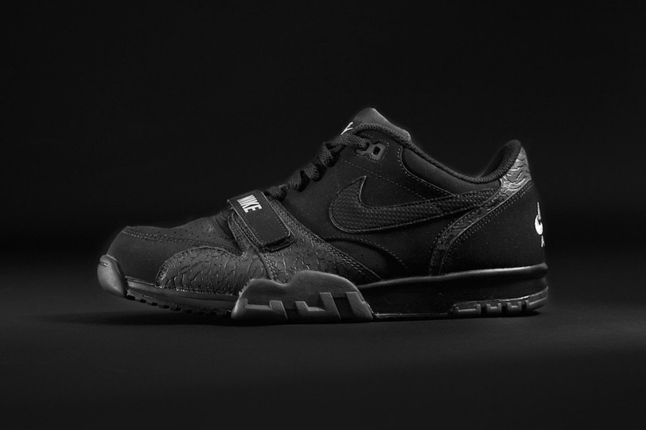foot-locker-teams-up-with-adidas-originals-and-nike-for-exclusive-triple-black-collection-4