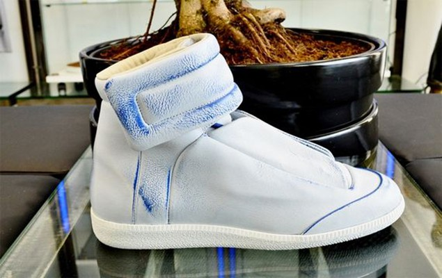 maison-martin-margiela-yeezus-tour-limited-edition-sneakers