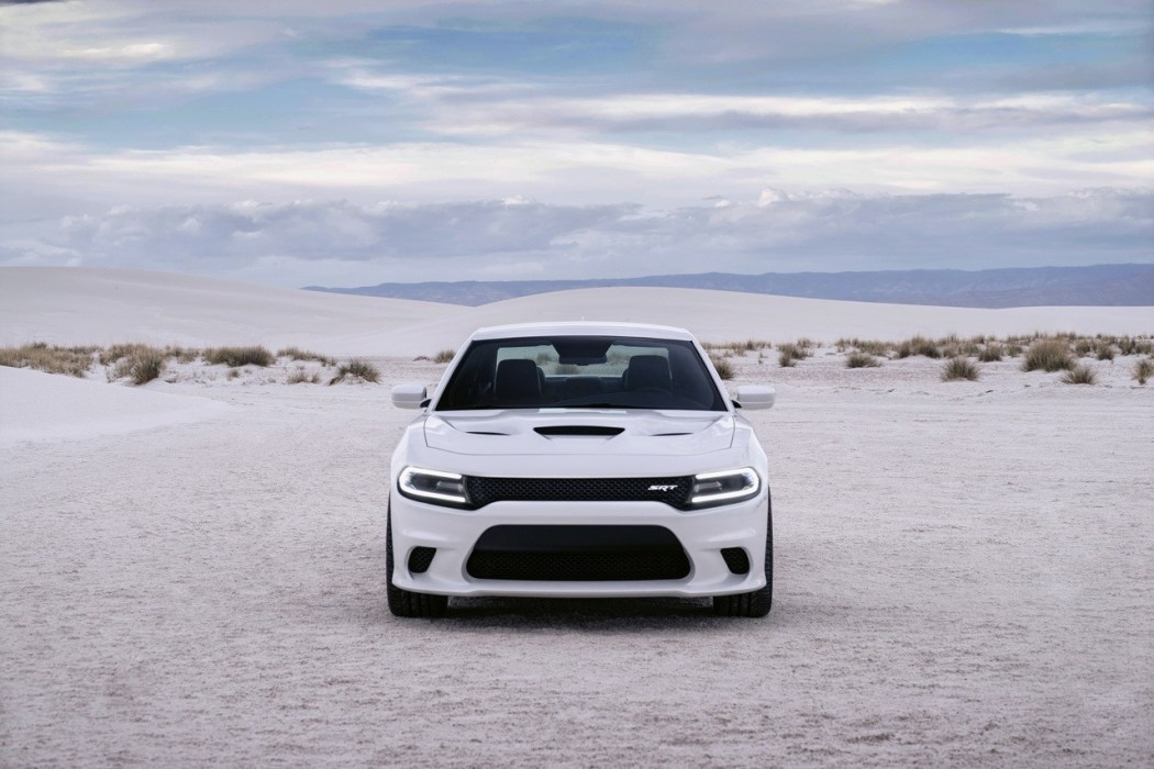 2015-dodge-charger-srt-hellcat-001