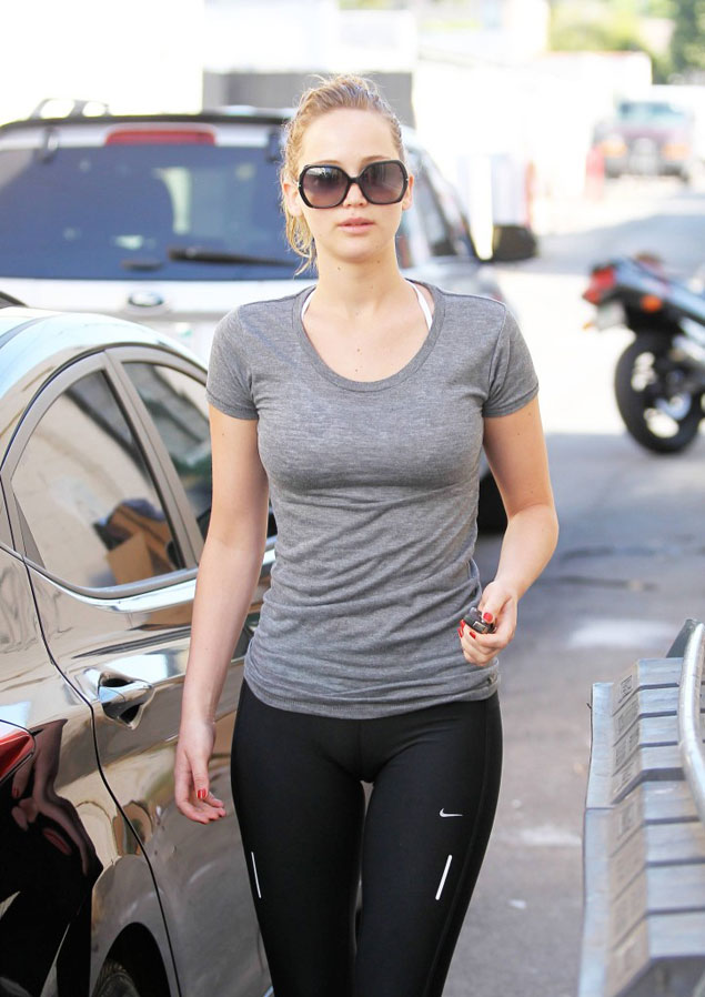 jennifer-lawrence-yoga-pants-724x1024