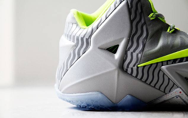 a-closer-look-at-the-nike-lebron-11-metallic-luster-ice-volt-6