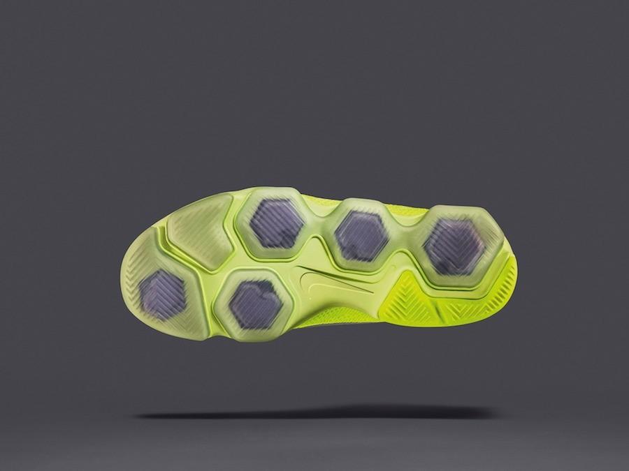 設計師們將Nike Zoom Fit Agility中的Zoom Air拆分成獨立氣墊,使鞋子能朝多個方向彎曲