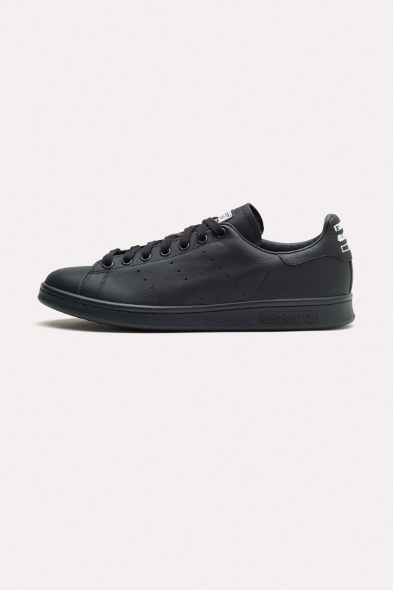 Pharrell Williams Stan Smith_B25387_1