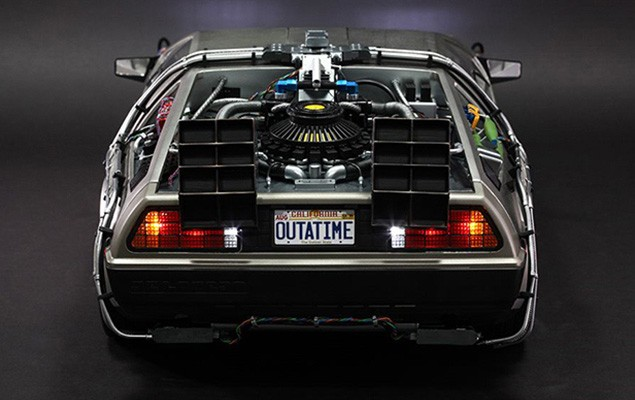hot-toys-delorean-collectible-toy-3