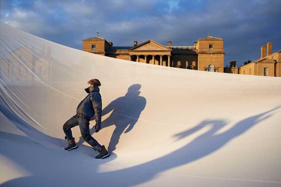 冬季運動系列 動物紋雪衣$18,000_動物紋雪褲$14,000_登山運動鞋Climaproof® $8,800_11月上市