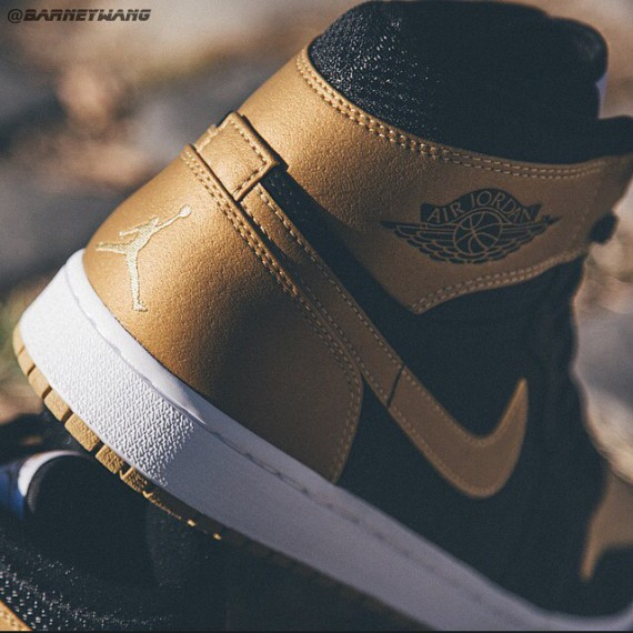 air-jordan-1-carmelo-anthony-black-gold-2-570x570