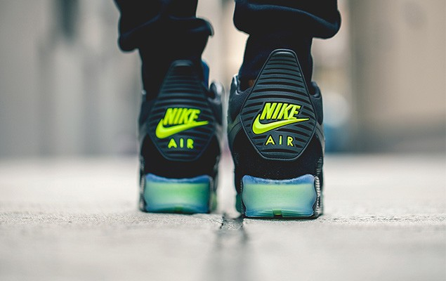 nike-2014-holiday-air-max-90-sneakerboot-ice-collection-7