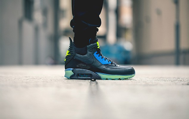 nike-2014-holiday-air-max-90-sneakerboot-ice-collection-4