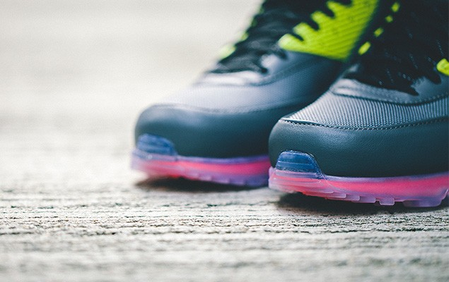 nike-2014-holiday-air-max-90-sneakerboot-ice-collection-2