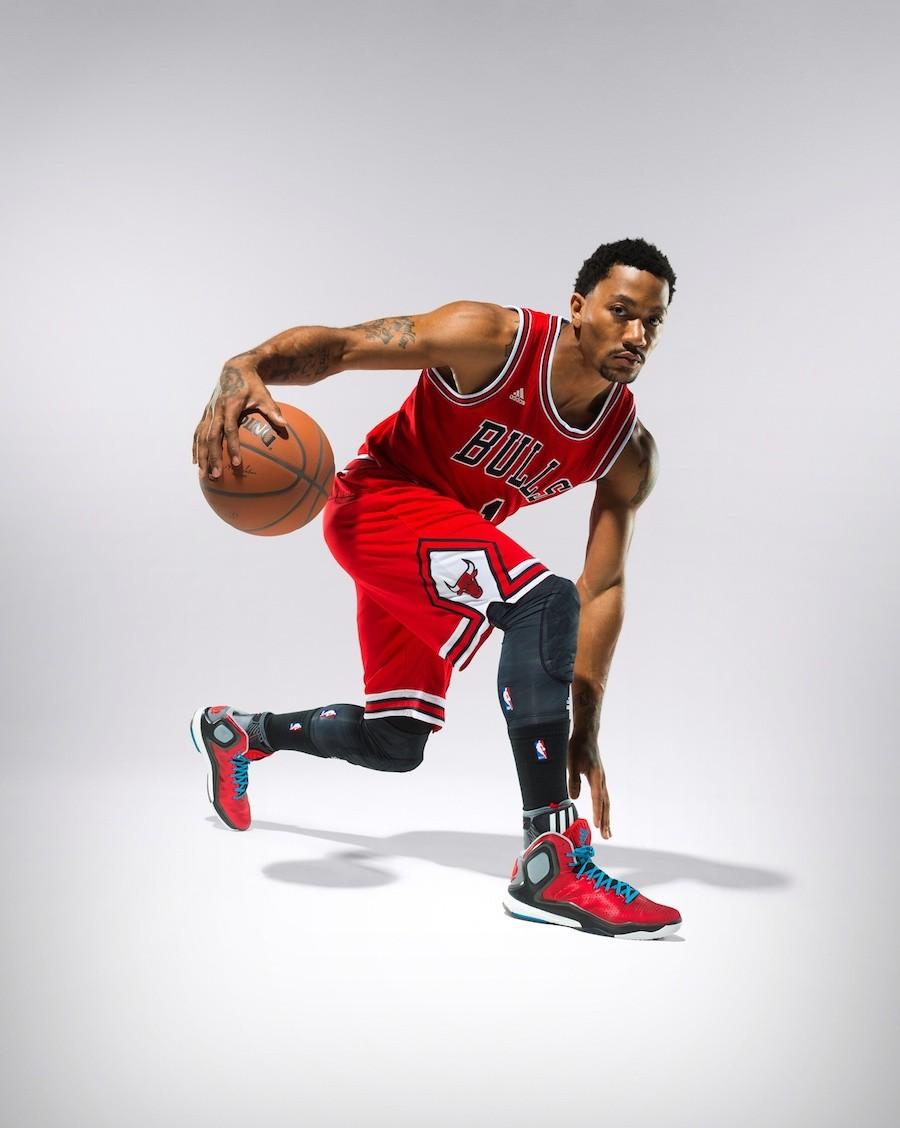 6.芝加哥公牛隊當家後衛Derrick Rose 在實著這款頂尖戰靴後表示:Boost是我穿過最舒服的科技,我已經無法想像,假如沒有Boost在我鞋子裡我該如何打球